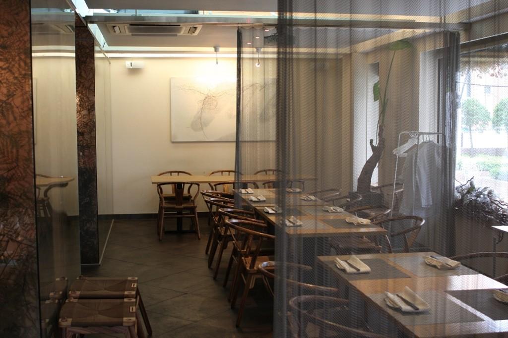 Metal Wire Mesh Curtain In Restaurant 2 Ball Chain Supplier